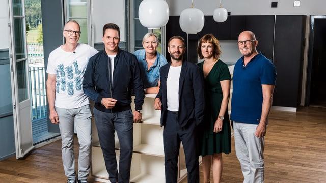 Die fünf neuen Teilnehmerinnen und Teilnehmer mit Sven Epiney