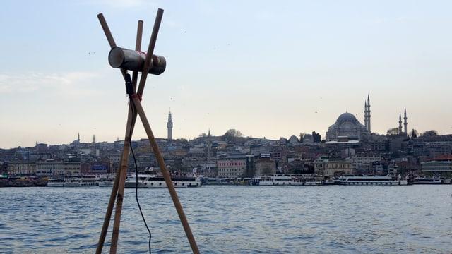 Eine Selbstgebastelte Antenne am Bosporus.