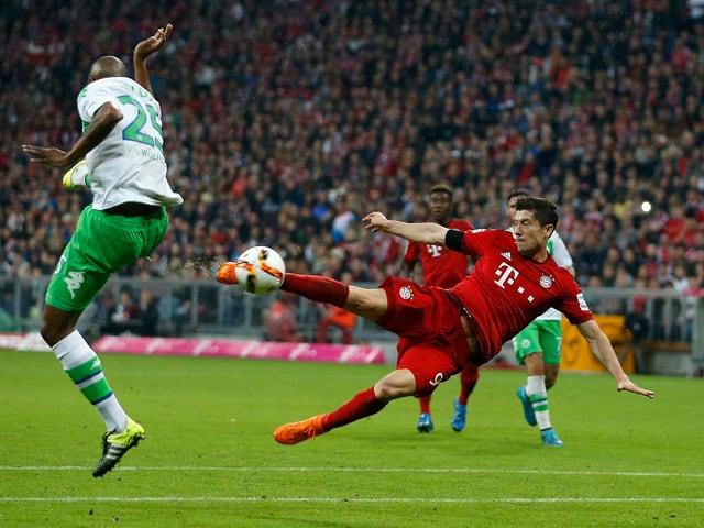 Robert Lewandowski schreibt mit seinen 5 Toren gegen Wolfsburg Geschichte.