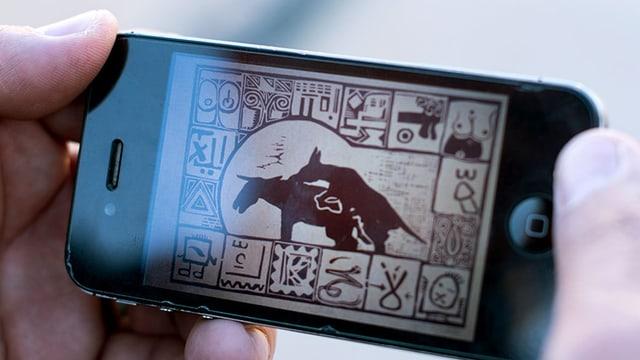 Eine Zeichnung auf einem Handy zeigt zwei kopulierende Esel.