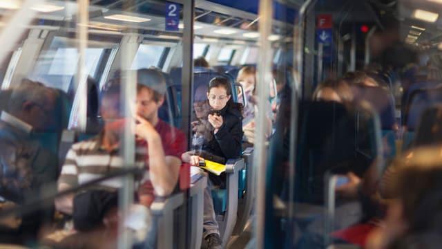 Pendler im Zug
