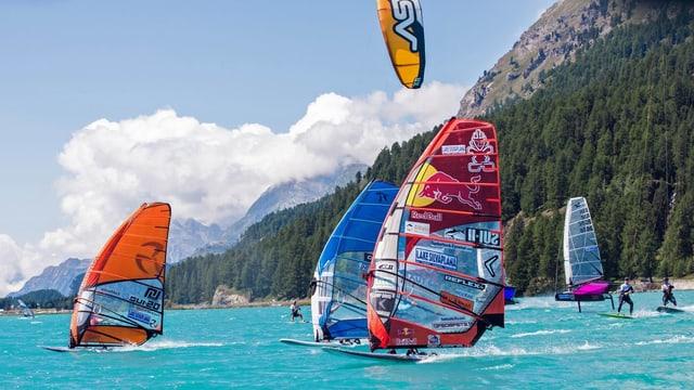 Windsurfers e Kitesurfers sin il lai da Silvaplauna.