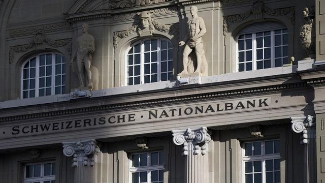 Con fetg intervegna la Banca naziunala svizra per flaivlentar il franc.