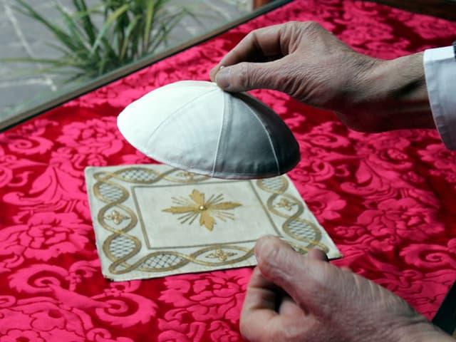 Kopfbedeckung Des Papstes