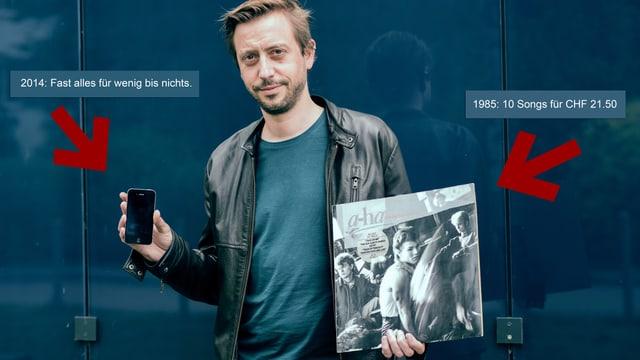 Input-Redaktor Gregi Sigrist mit seiner ersten LP und seinem aktuellen Smartphone.