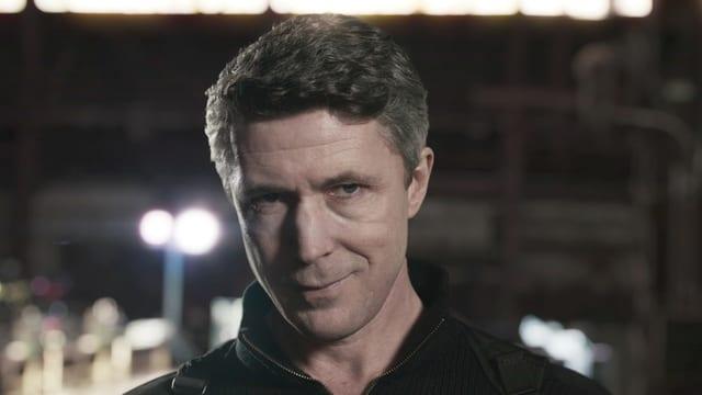 Paul Serene, gespielt von Aidan Gillen, in einer TV-Folge