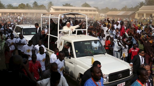 Cun la visita ha papa Francestg uss terminà sia visita en l'Africa e sgola enavos a Roma.