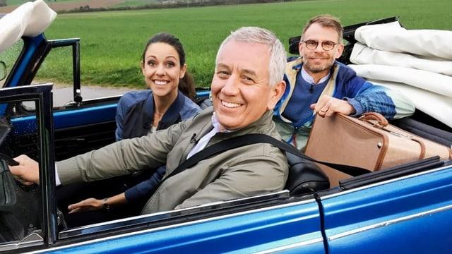 Kiki Maeder und Röbi Koller mit Architekt Andrin Schweizer im Auto