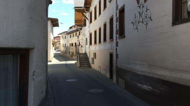 Il traject stretg amez Sta. Maria senza autos.