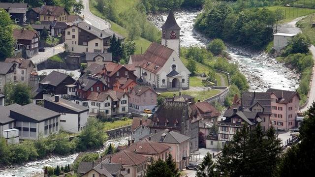Das Dorf Gurtnellen im Kanton Uri - mit der Kirche im Bild.