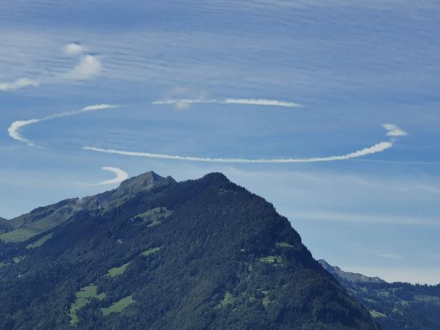 Eine kreisförmige Wolke.