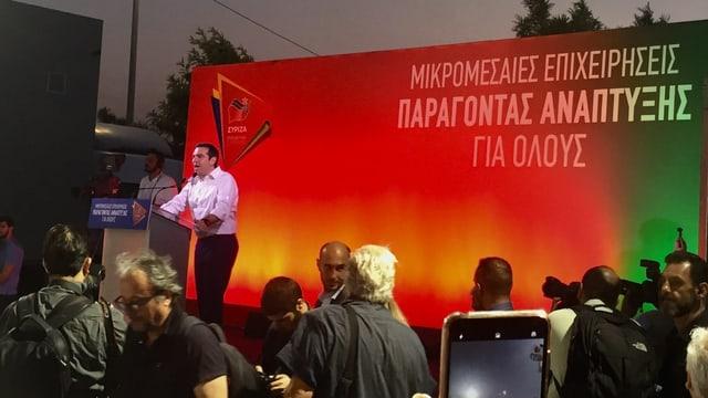 Premier Alexis Tsipras auf Tribüne.