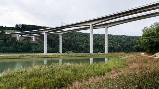 Viaduct da l'autostrada en il vest da Porrentruy.
