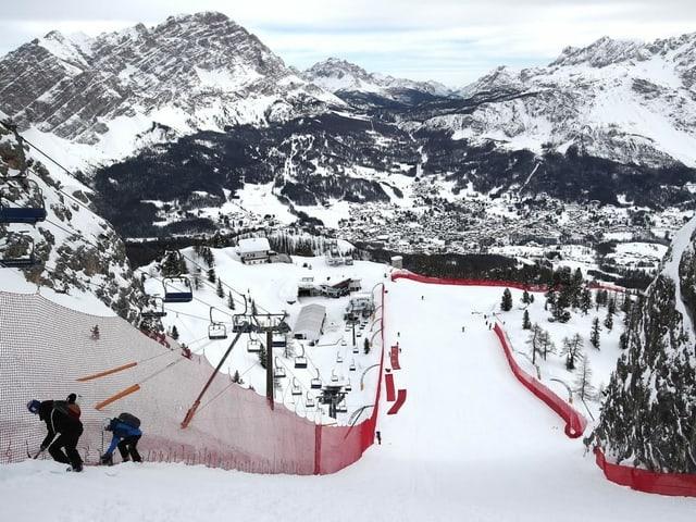 Arbeiter auf der Piste in Cortina d'Ampezzo.