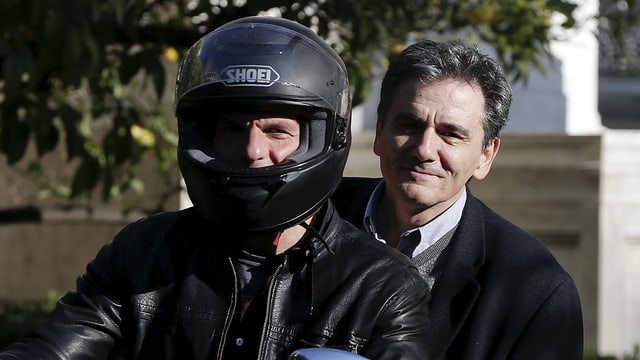 Euclid Tsakalotos (dretg) sin il töf ensemen cun il minister da finanzas grec Yanis Varoufaki.