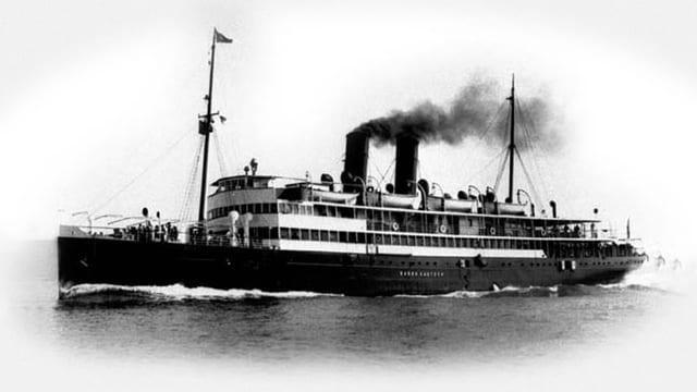 Schwarz-weiss-Aufnahme des Passagierdampfers «Baron Gautsch».