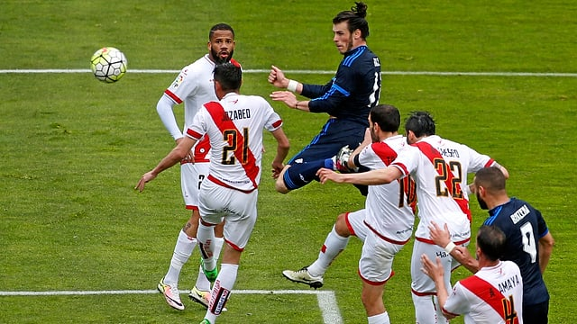 Gareth Bale erzielt per Kopf ein Tor.