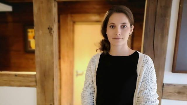 Junge Frau mit braunen Haaren.