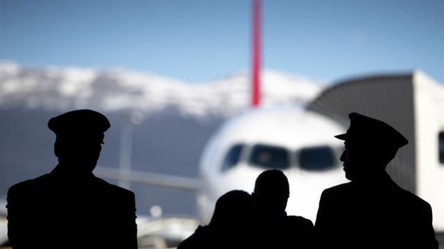 Piloten vor Swiss-Maschine