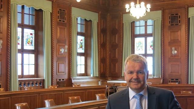 Suva-Direktor Felix Weber im repräsentativen Saal im Luzerner Hauptgebäude - hier tagt jeweils der Verwaltungsrat.