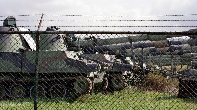 Panzer in einer Reihe.