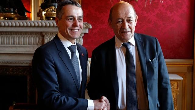 Ignazio Cassis e Jean-Yves le Drian dattan il maun.
