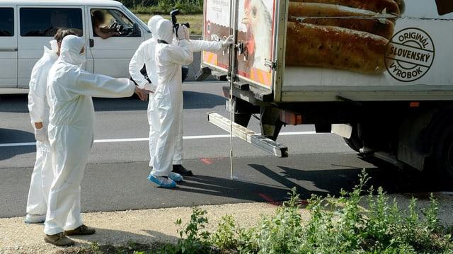 Lastwagen in Österreich beherbergt 71 tote Menschen.