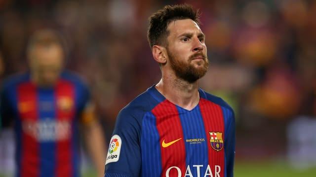 Messi in einem Fussballtrikot.