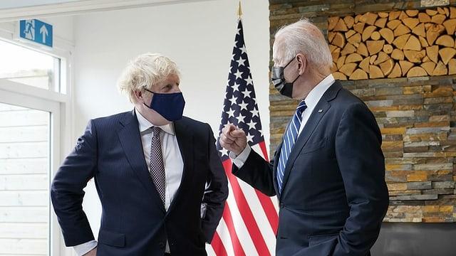 Johnson und Biden nebeneinander