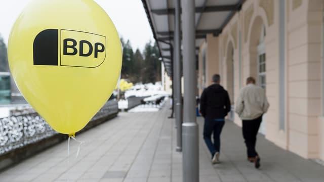 Gelber Ballon mit Aufschrift «BDP».