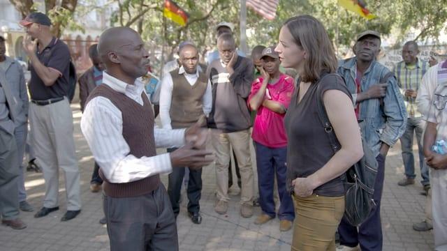 Jose mit Reporterin Nina Mavis Brunner im Park.