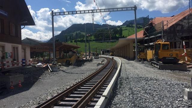 Neue Gleise werden gebaut.
