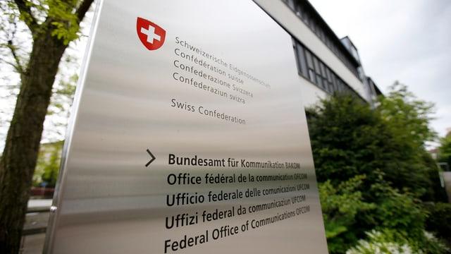 Tabla cun ils nums da l'Uffizi federal da communicaziun en tut las linguas naziunalas.