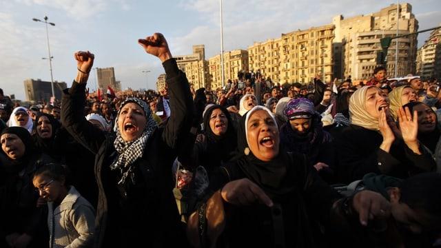 Frauen demonstrieren in Ägypten gegen Mursi