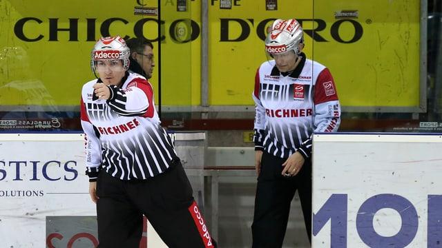 Die beiden Schiedsrichter Stefan Eichmann (l.) und Daniel Stricker.