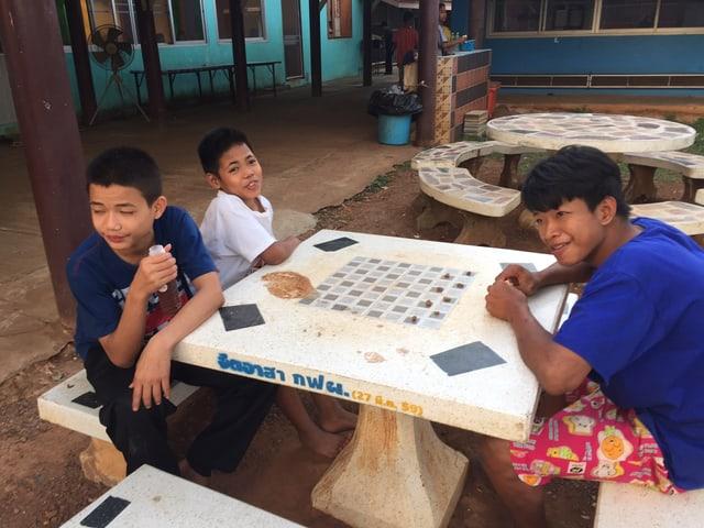 Thailands Regierung verspricht in einer Resolution Hilfe für 80'000 staatenlose Kindern und Jugendliche bis 2024.