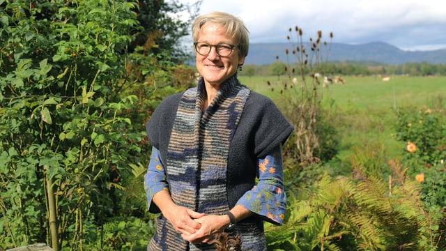 Silvia Meister in ihrem Garten