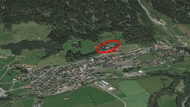 La situaziun ord l'aria. Il rudè cotschen mussa il lieu da l'anteriur ospital da militar.