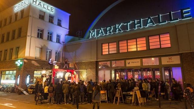 Eingangsbereich der Markthalle in Basel.