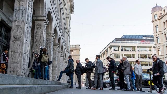 Gleidu davant SNB.