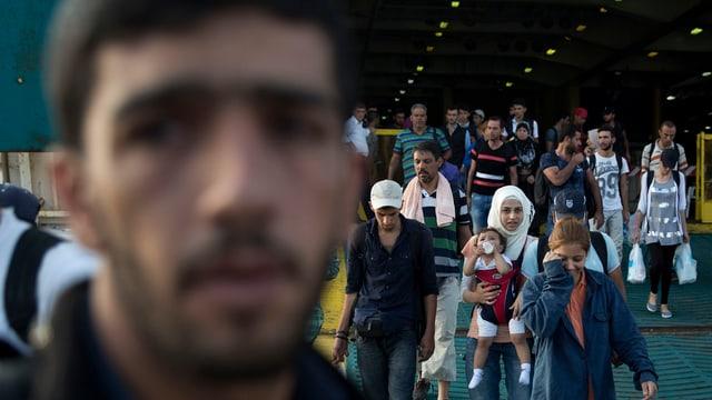 Fugitivs èn arrivads a Piräus: La gronda part èn da la Siria.