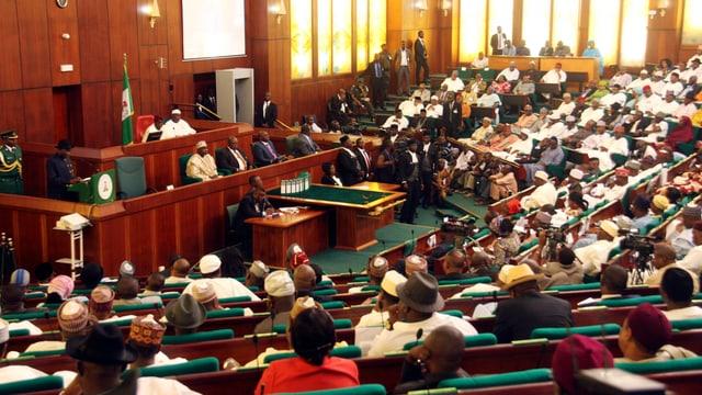 Nigerias Parlament beschliesst Haftstrafe für Schwule und Lesben.