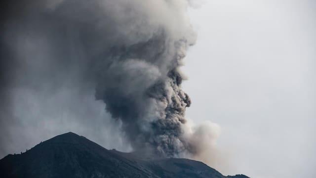 Vulcan Agung che spida nivels da tschendra