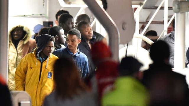 Fugitivs che arrivan en l'Italia.