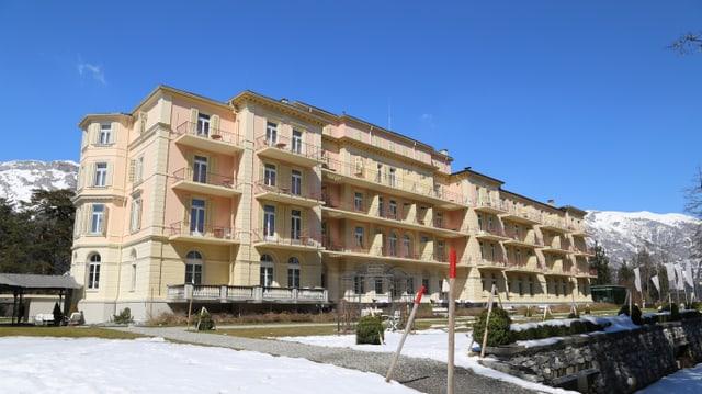 L'hotel Waldhaus a Flem ha in nov possessur.