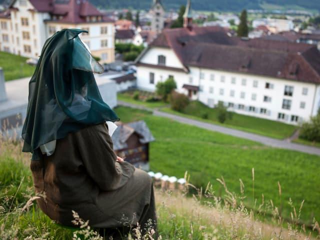 Klosterfrau von hinten