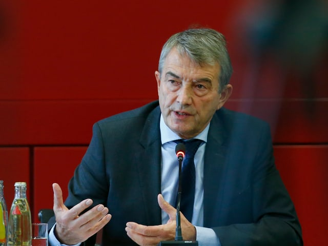 DFB-Präsident Wolfgang Niersbach spricht an einer Pressekonferenz