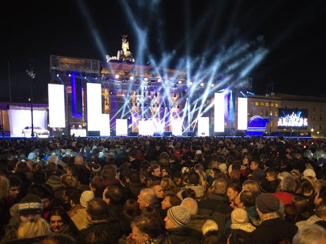 Menschenmassen bei einem Konzert am Brandenburger Tor.