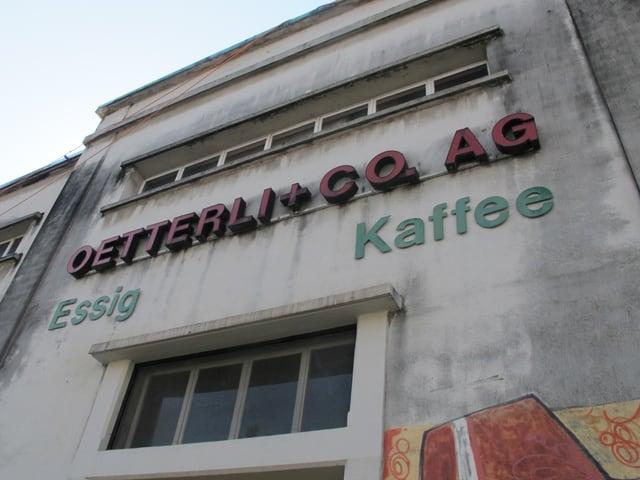 Fassade und Anschrift des Betriebes.