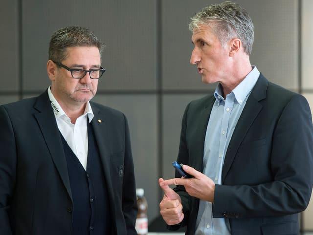 SCB-CEO Marc Lüthi (links) und ZSC-CEO Peter Zahner im Gespräch